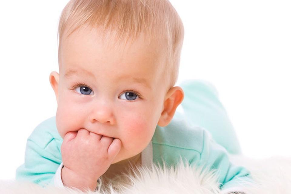 У мальчиков зубы появляются несколько позже, чем у девочек