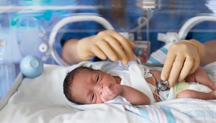 Недоношенный новорожденный грудничок требует большого внимания со стороны родителей и педиатров