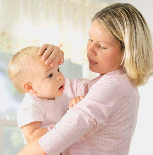 Патологический насморк у грудничка может появиться в любое время года, поэтому его нельзя оставлять без внимания