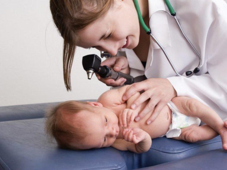 Как выглядит аллергия у грудничков на лице, можно узнать в участкового педиатра