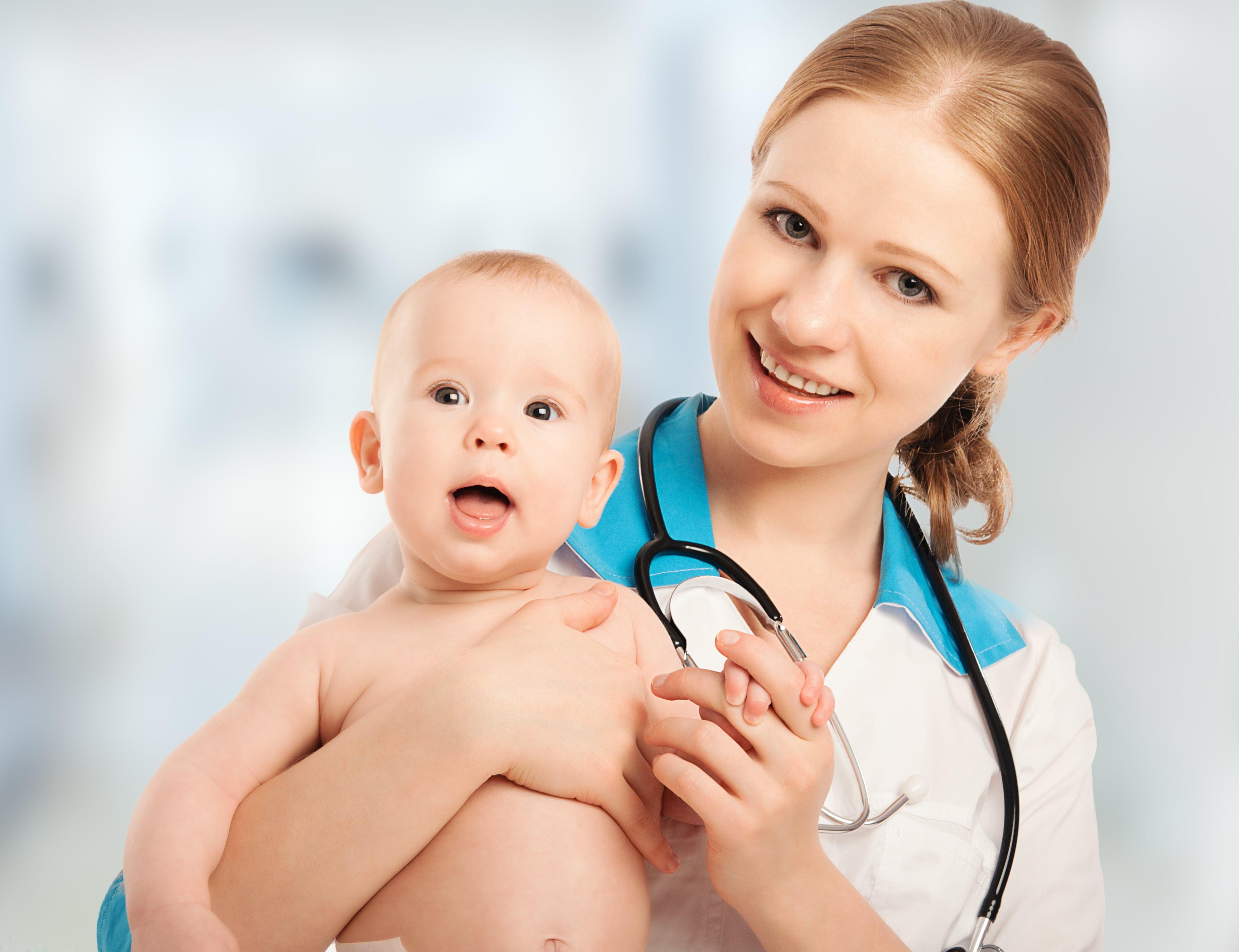 Как промыть нос ребенку, знает педиатр