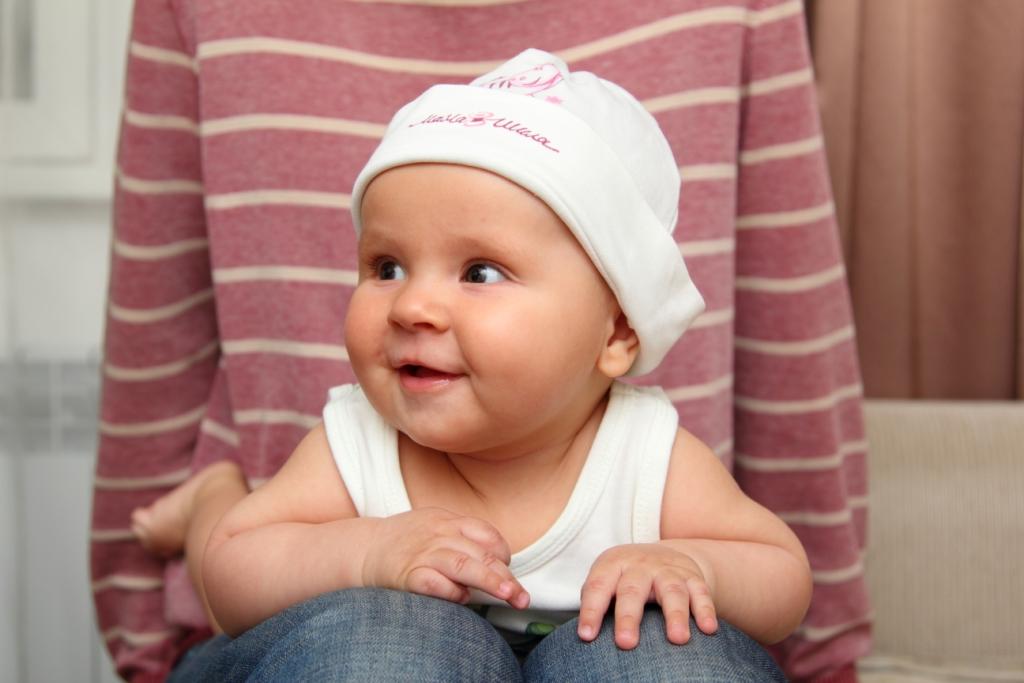 Пятимесячный младенец умеет самостоятельно переворачиваться