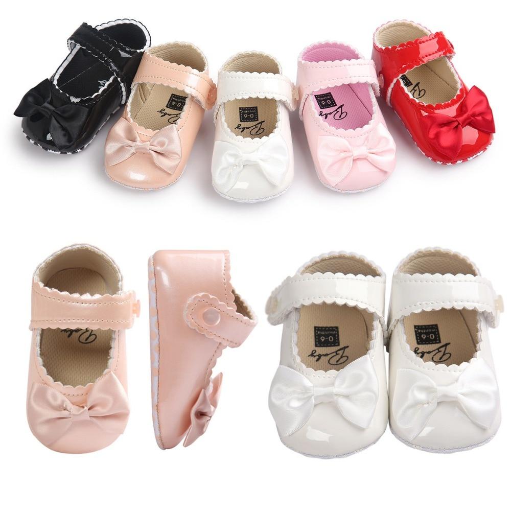 Не стоит покупать девочке туфли из искусственных материалов