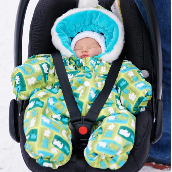 Новорожденный на улице зимой
