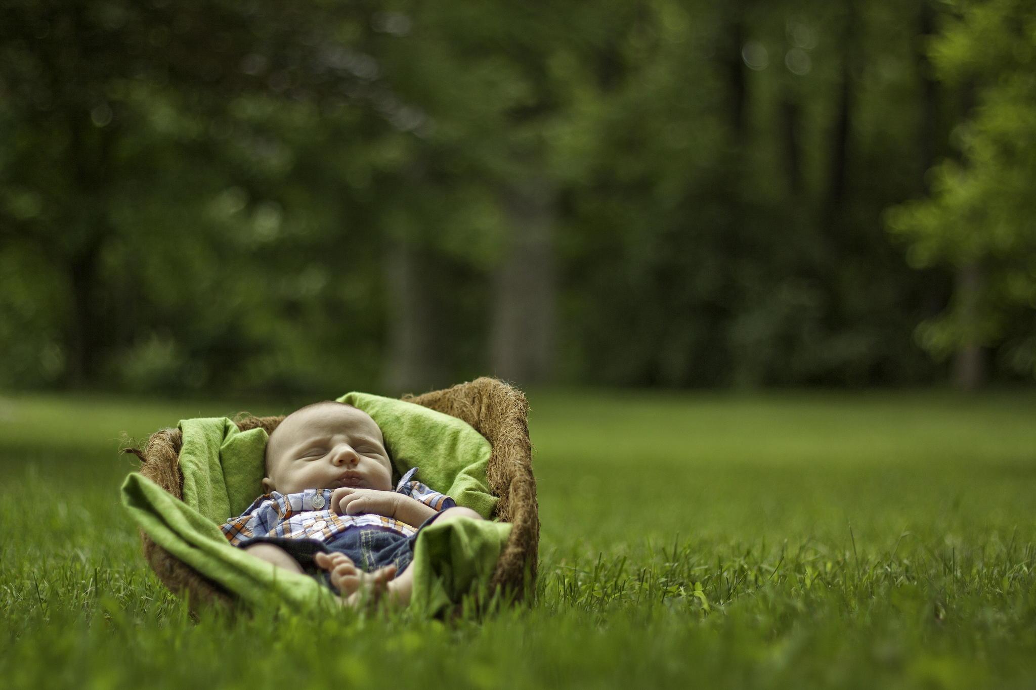 Младенец должен много спать на свежем воздухе