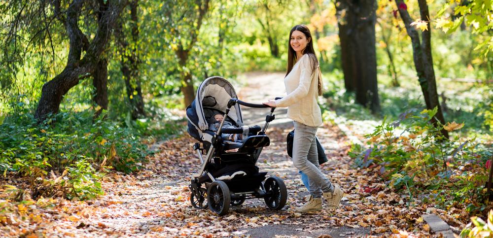 Очень полезно гулять с малышом на свежем воздухе