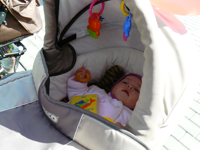 Малыш стал активнее, значит, днем уложить его спать труднее