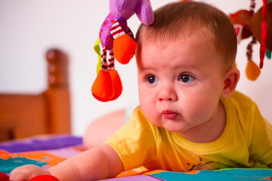 Если здоровый малыш долго молчит, это не повод для переживаний