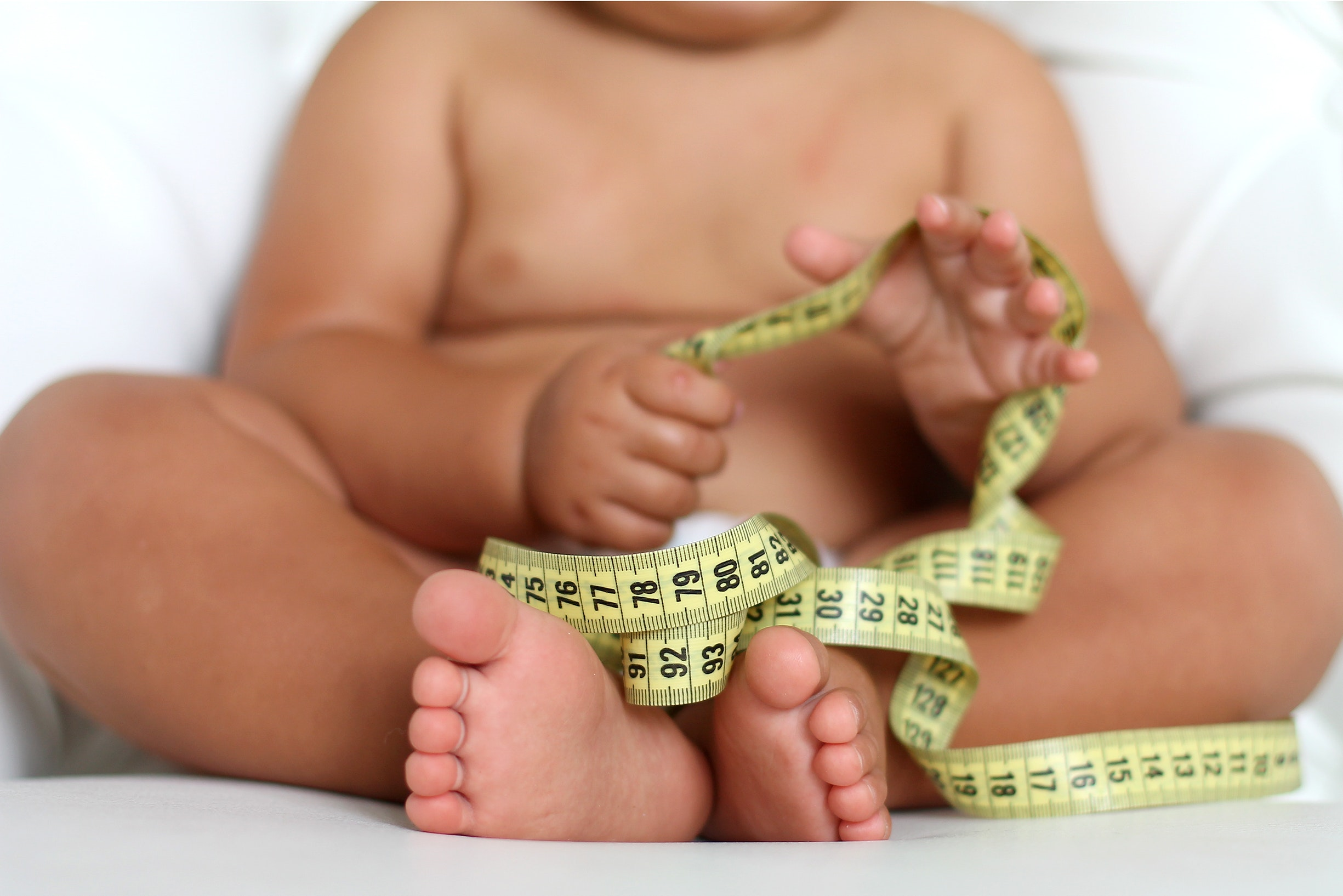 Ребенок и измерительная лента
