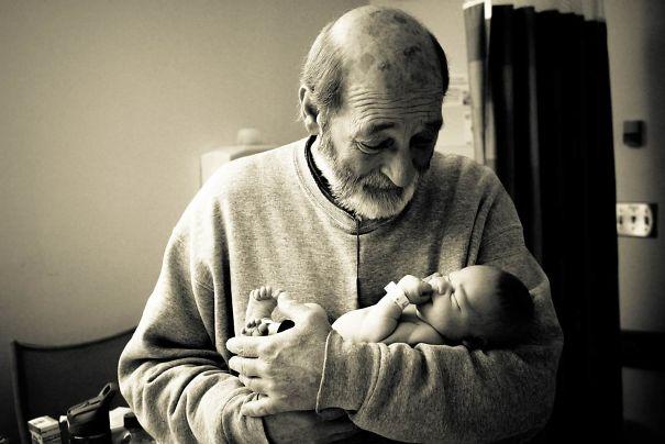 Младенец и дедушка