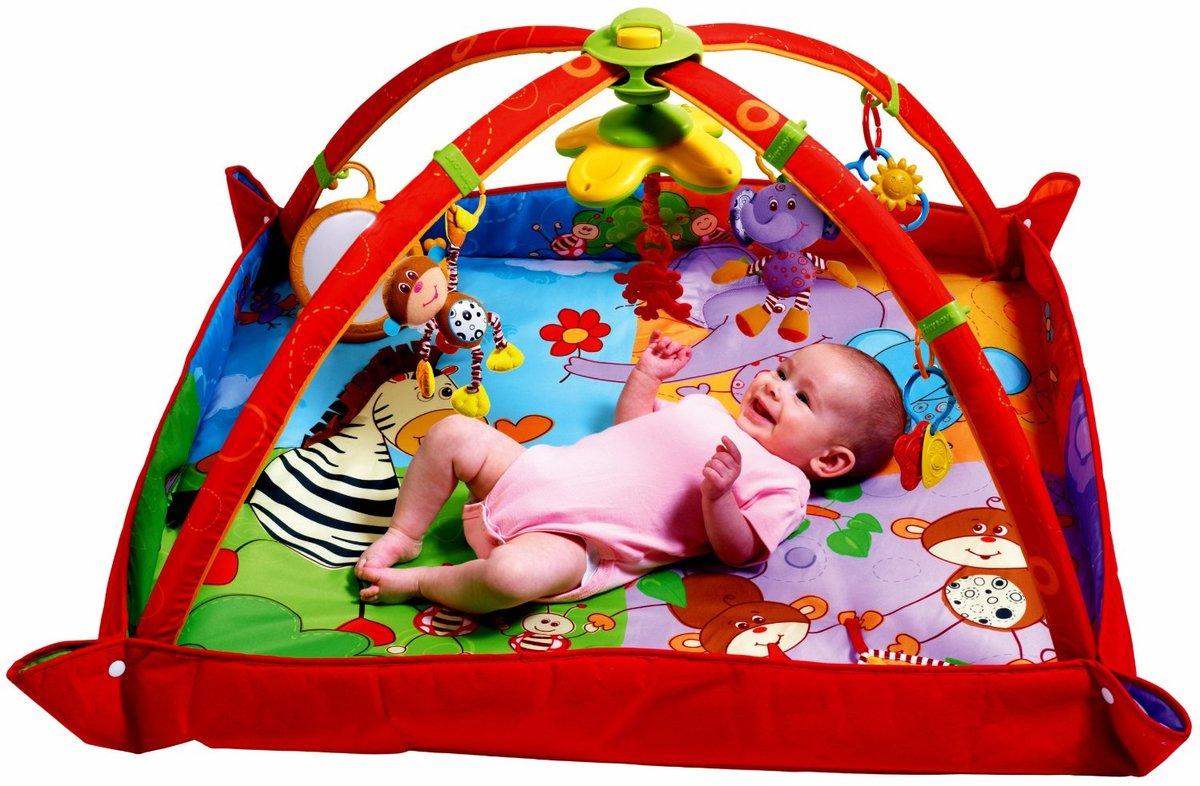 Малыш в коврике с бортиками