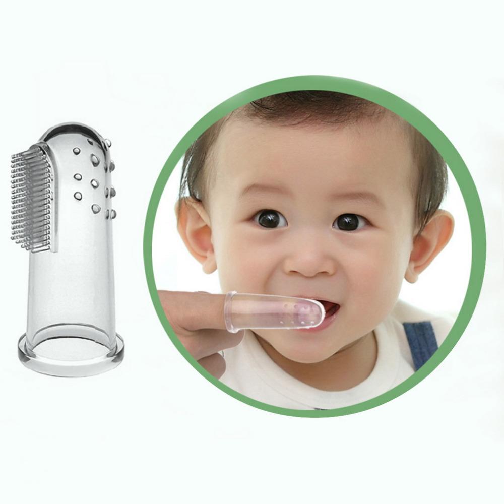 Чистка зубов младенцу