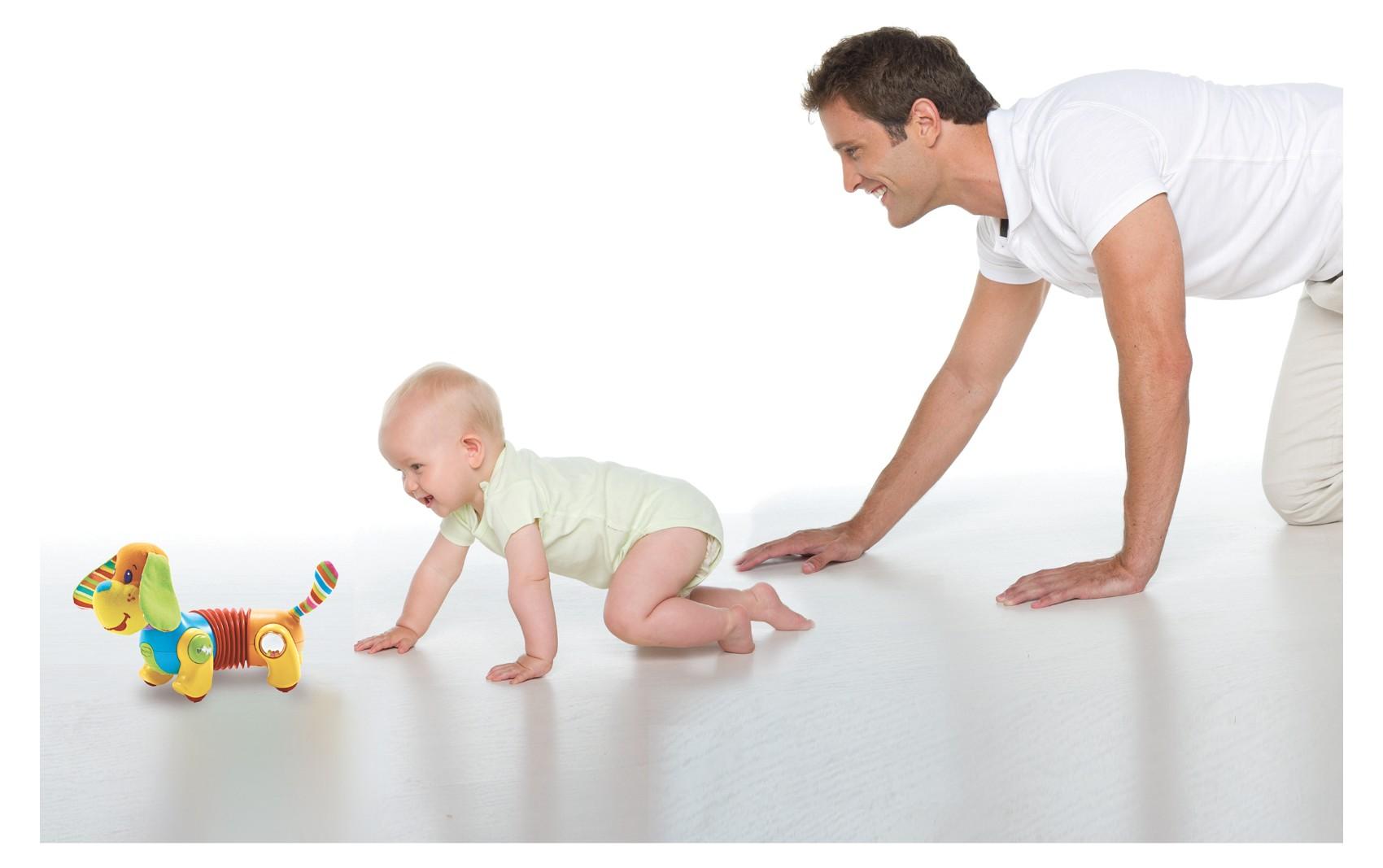 Дети после полугода быстро приобретают новые двигательные навыки