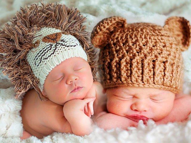 Младенцы в шапках