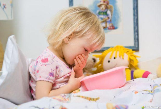 Если ребенка рвет без температуры и поноса, его нужно показать врачу