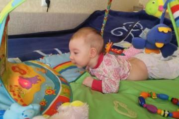 Игрушка для ребенка 6 месяцев