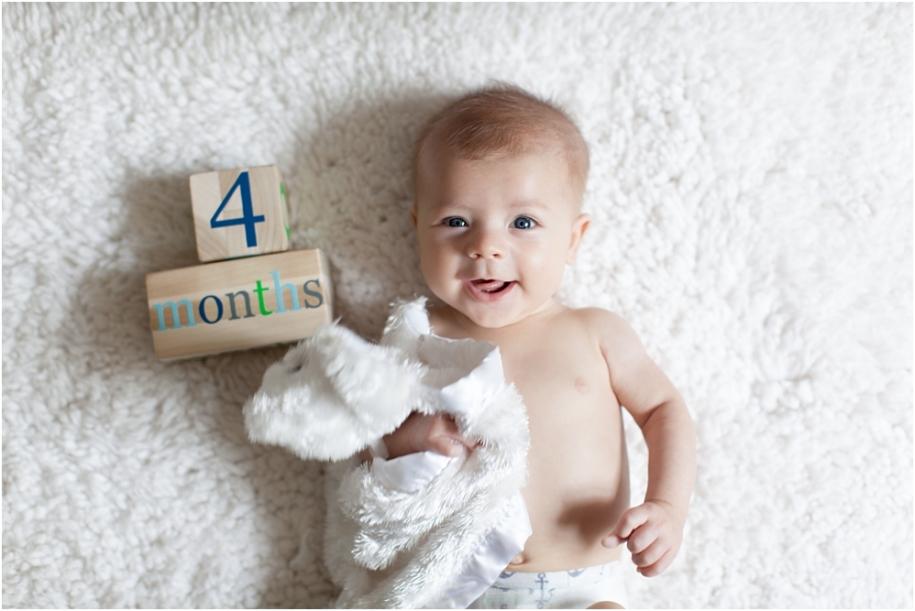 Малыш в 4 месяца отличается от новорожденного