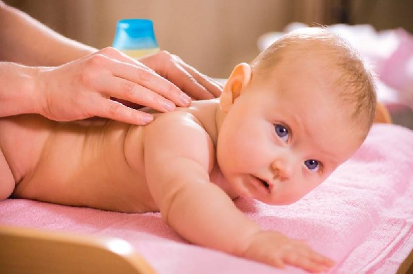 Укрепляющий массаж для двухмесячного младенца