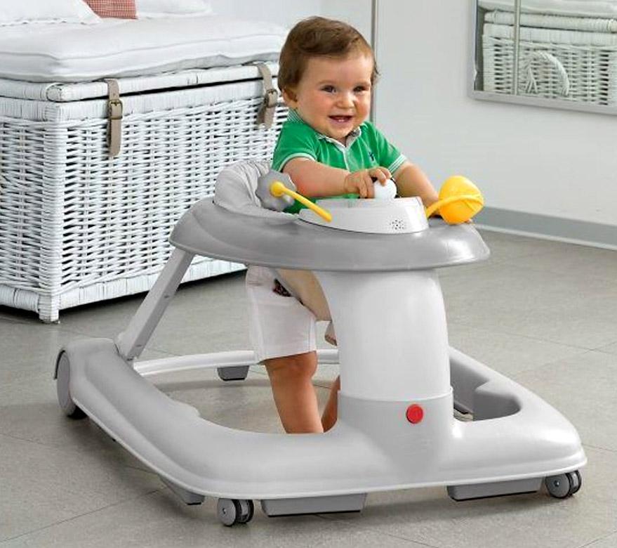 Ходунки – это лишь мамин помощник, они не являются необходимым аксессуаром, тем более не научат ребенка ходить