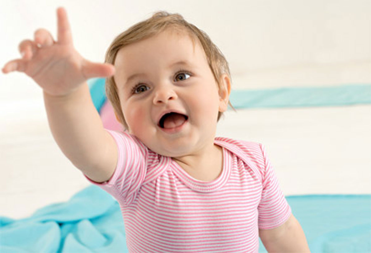С полугода дети начинают развивать речь