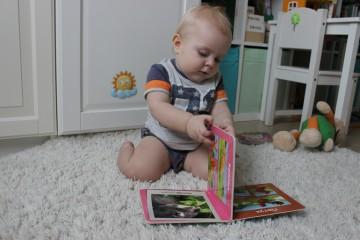 В этом возрасте ребенок может произнести первые слова