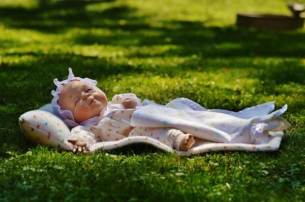 Лучше всего, если у малыша есть возможность спать на свежем воздухе