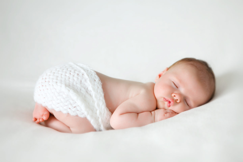 Сон на животике позволяет малышу крепко спать