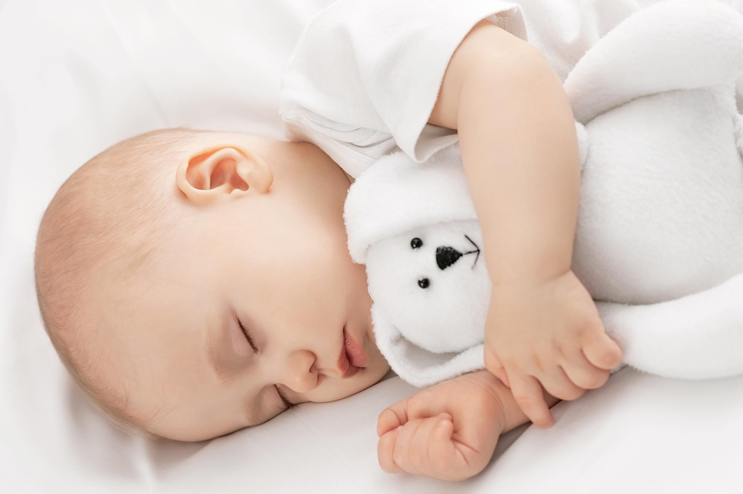 При общем недомогании дети любят много спать