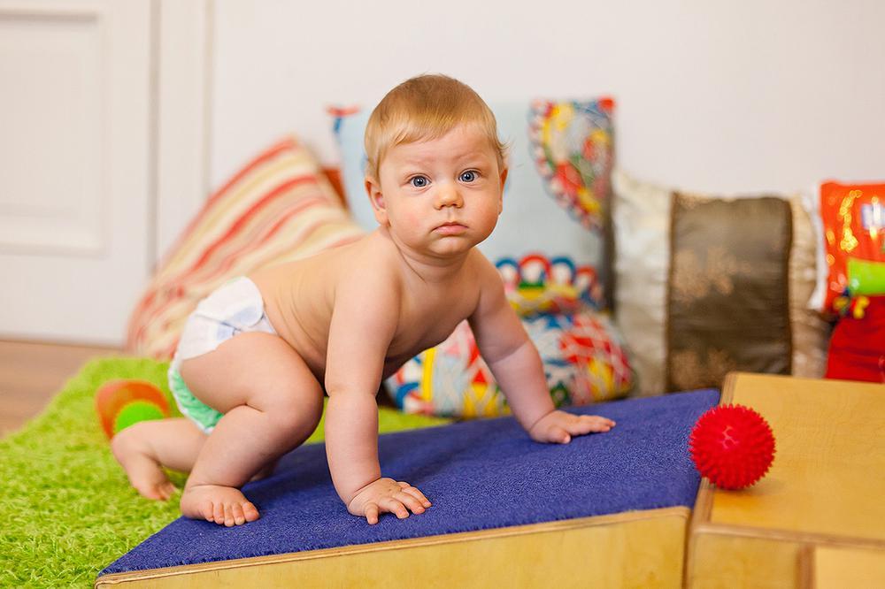 Ежедневная зарядка поможет малышу стать сильнее и развить координацию движений