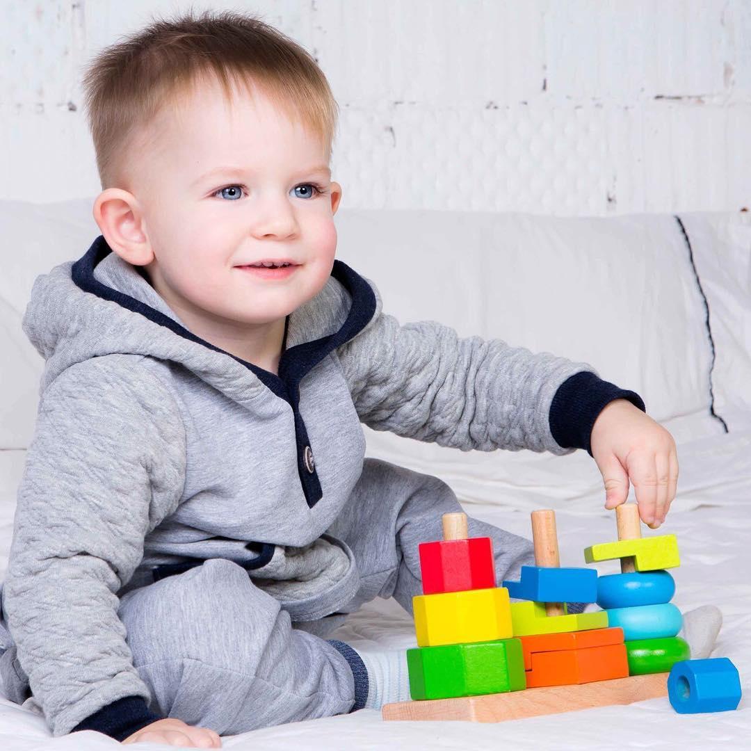 Ребенок с сортером
