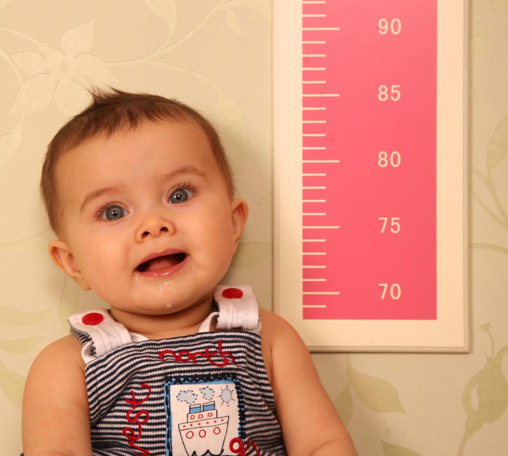 Рост десятимесячного ребенка замедляется, тело становится пропорциональным