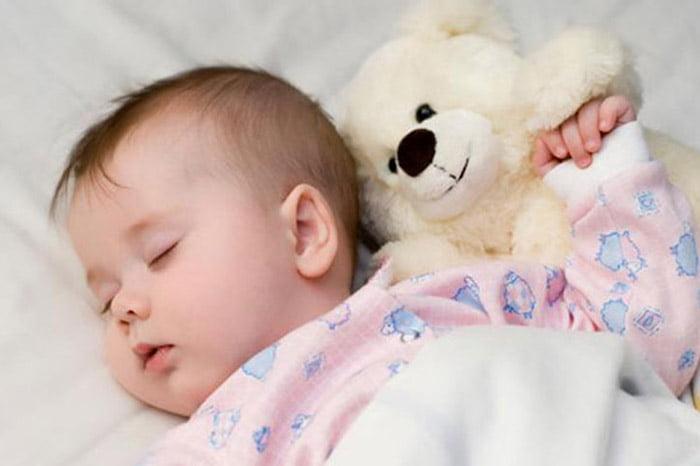 Ребенок 9 месяцев спит в кроватке
