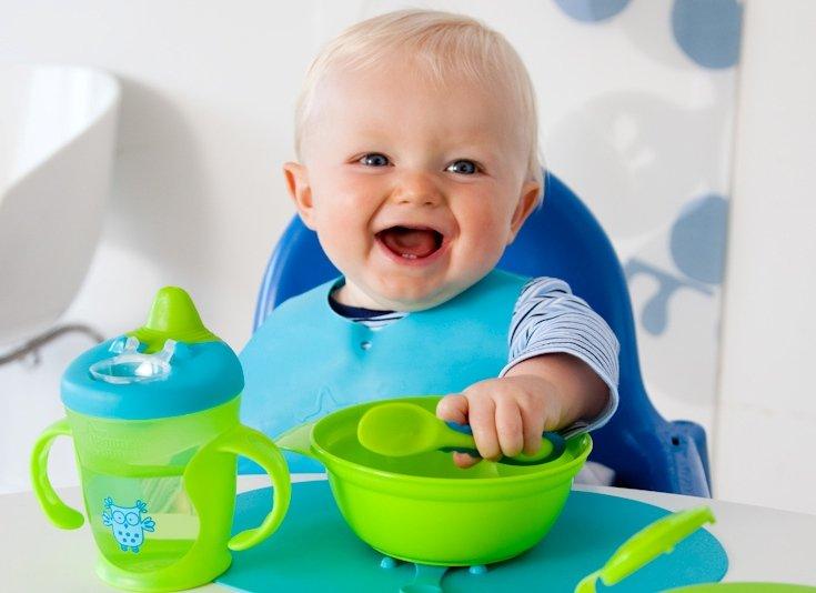 Приучая ребенка к прикорму, надо сразу формировать правильное пищевое поведение