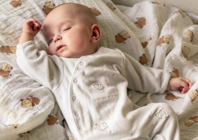 При пониженной температуре ребенок уставший и много спит