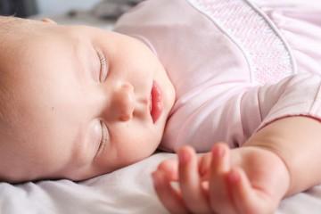Здоровый малыш спит крепко
