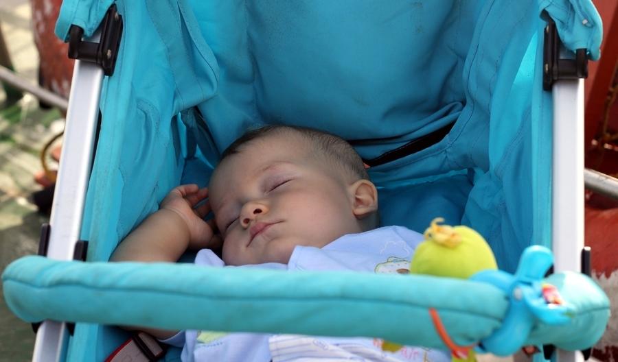 Сон младенца на свежем воздухе