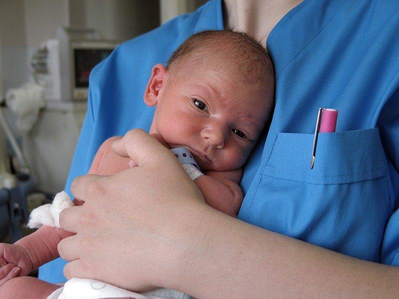 При обезвоживании у младенца нужно срочно вызвать врача