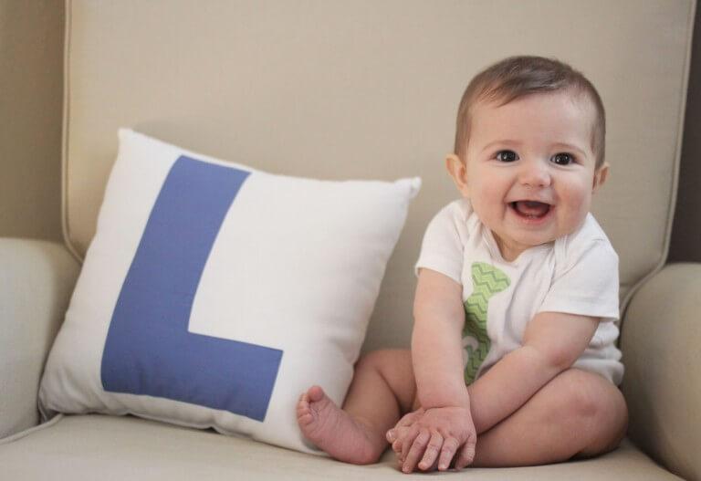 Ребенок в 6 месяцев умеет сидеть