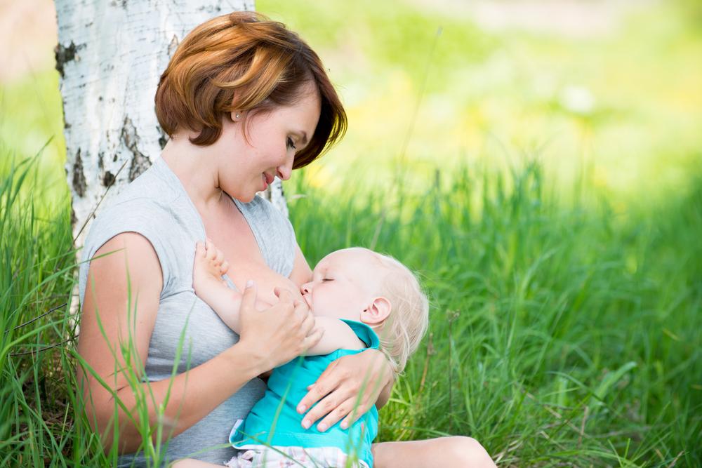 Грудное вскармливание – важнейшая составляющая нормального роста и развития младенца