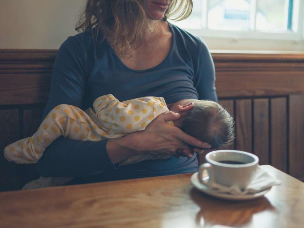 Кофе – спорный продукт, если речь идет о грудном вскармливании