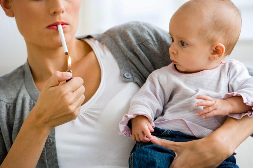 Курение при ГВ может оказать вред организму малыша