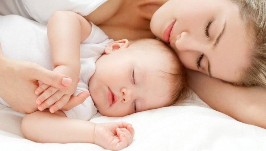 Формируется тесная эмоциональная связь между мамой и малышом