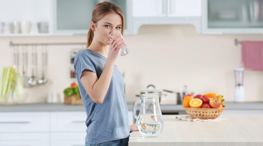 Соблюдение питьевого режима важно при ГВ