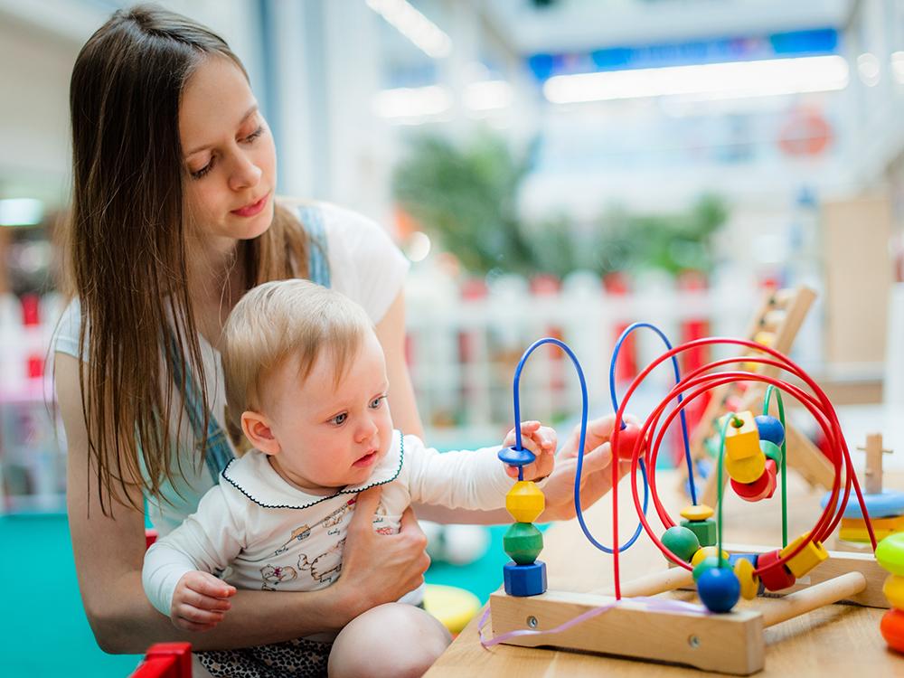 Активные игры с младенцем перед сном недопустимы