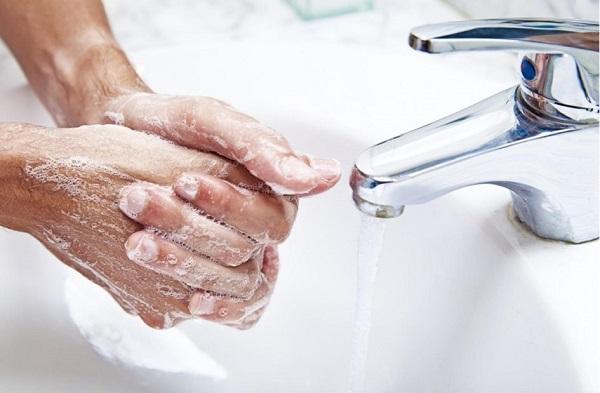 Мыть руки в период простуды необходимо
