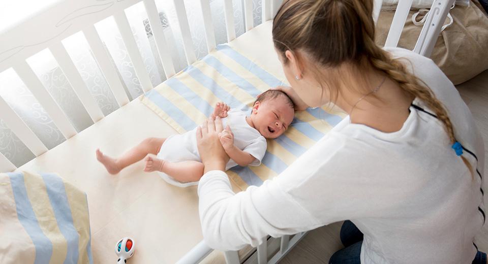 Новорожденный плачет от температуры