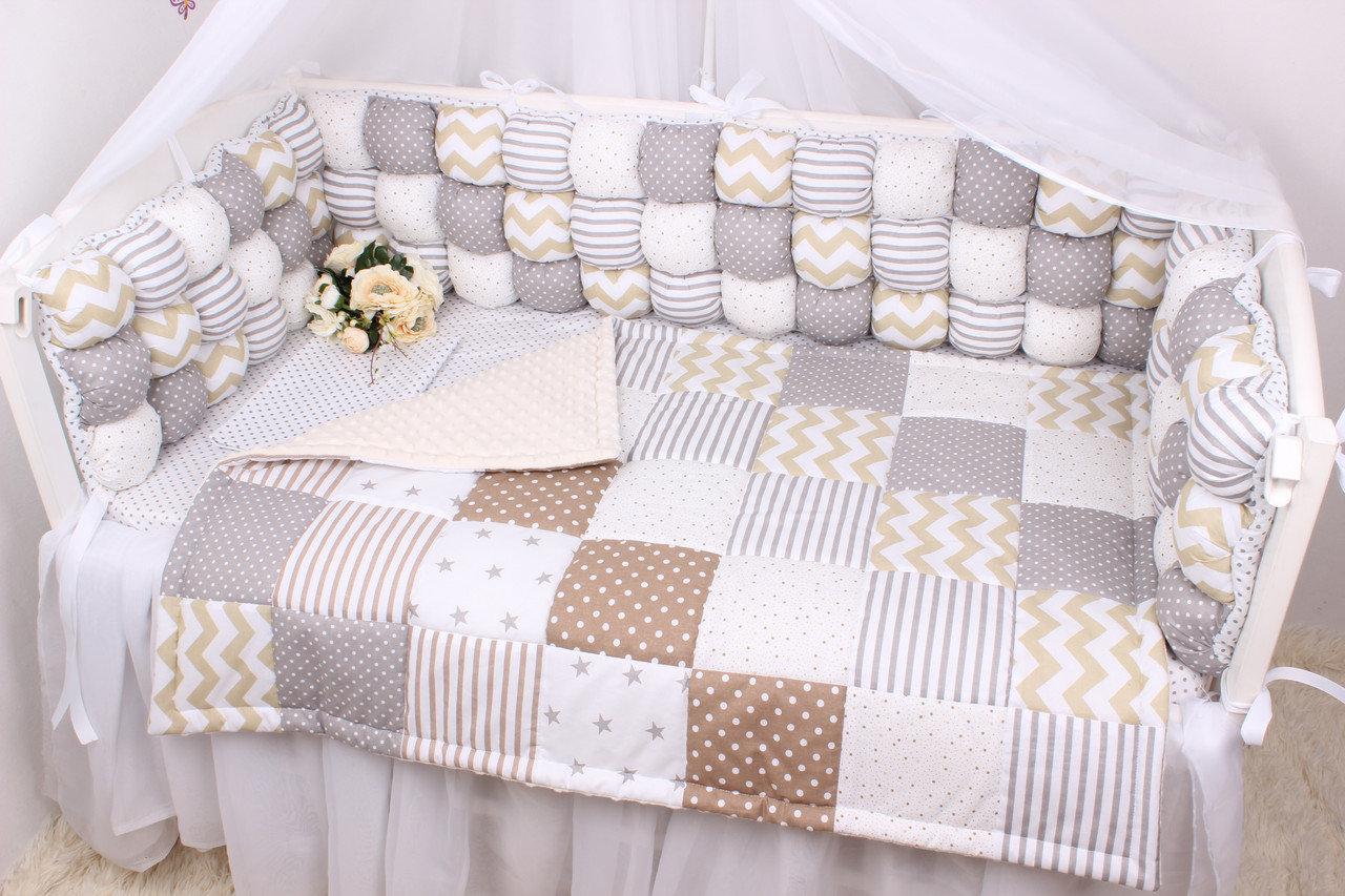 Бортики-бонбоны подушки замеряются по кроватке и вешаются по три штуки на каждую сторону