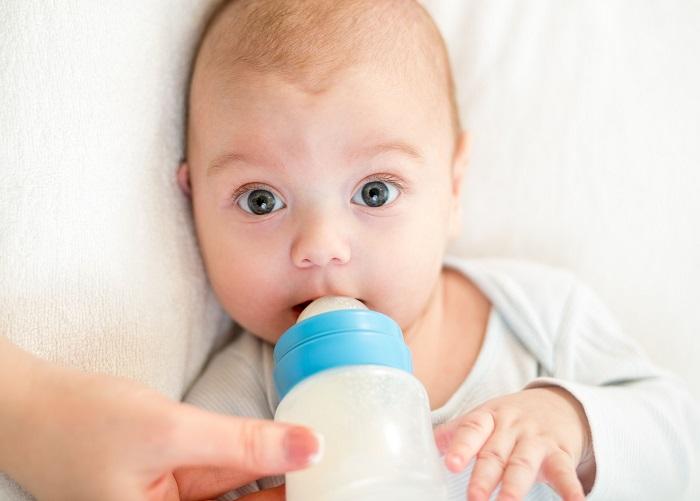 Бутылочка приучает ребенка к легкому получению молока