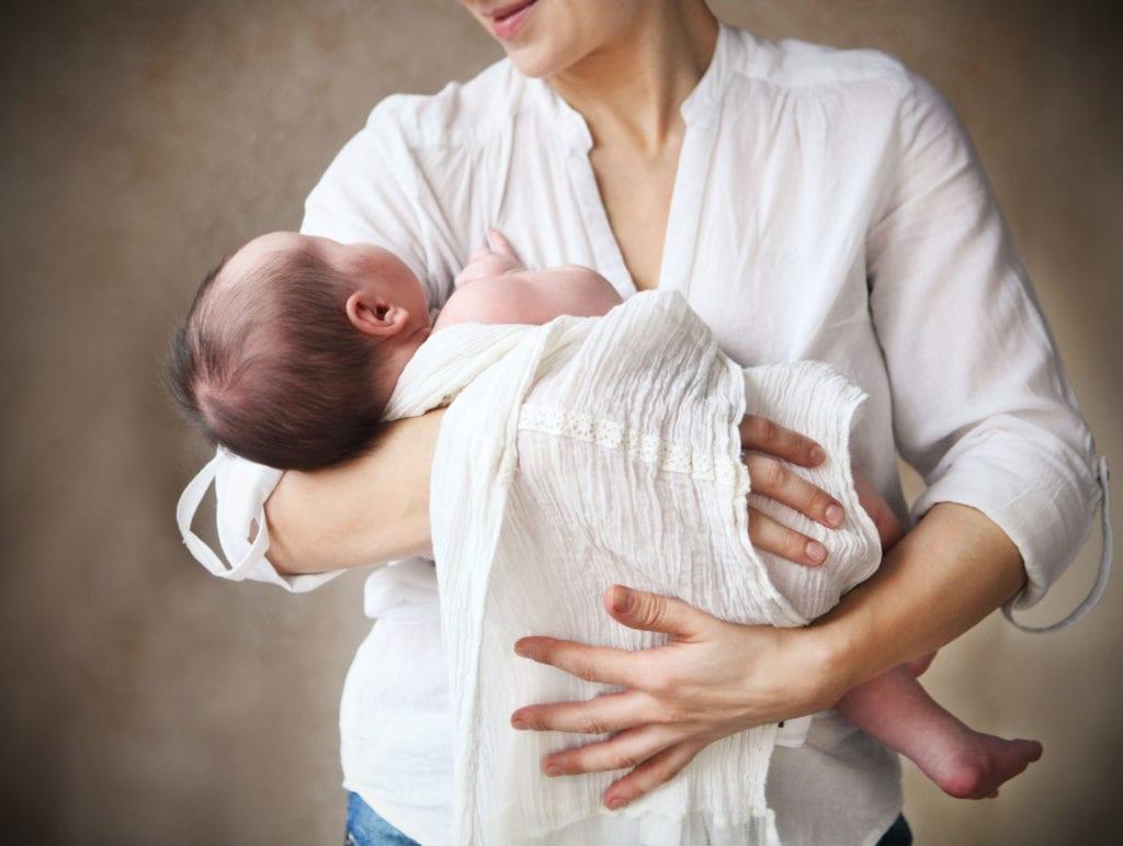 Укачивание младенца как обязательное условие засыпания является негативной ассоциацией для крохи