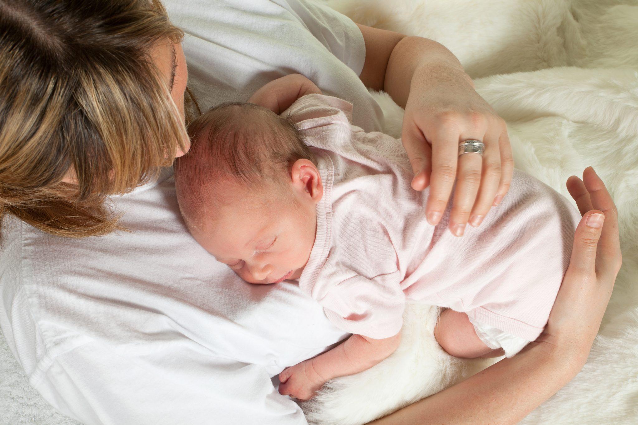 В регресс допускается засыпание малыша на груди